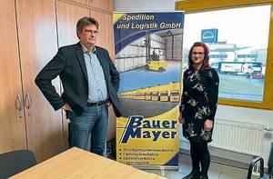 Geschäftsführer, Dirk Mayer, und Personalleiterin, Jasmin Schiffner, freuen sich über die Auszeichnung. ©Andrea Hamann-Richter