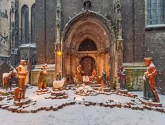 Die Naumburger Weihnachtskrippe vor dem Ratsherrenportal der Stadtkirche St. Wenzel