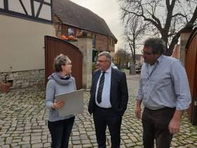 Andrea Herzer, Oberbürgermeister, Bernward Küper, und Stephan Herzer im Gespräch ©Stadtverwaltung Naumburg (Saale)