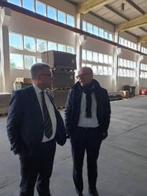 Oberbürgermeister, Bernward Küper, und Geschäftsführer, Frank Klar, im Gespräch ©Stadtverwaltung Naumburg (Saale)