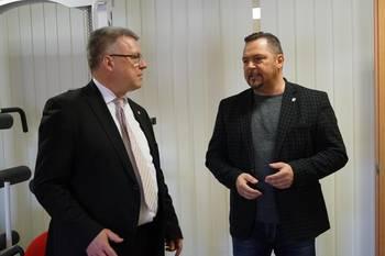 Oberbürgermeister, Bernward Küper, im Gespräch mit Geschäftsführer, Frederik Sandner ©Stadtverwaltung Naumburg (Saale)