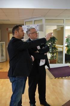 Geschäftsführer, Frederik Sandner, beim gemeinsamen Rundgang durch das Fitness- und Gesundheitsstudio mit Oberbürgermeister, Bernward Küper ©Stadtverwaltung Naumburg (Saale)