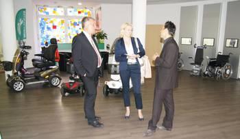 die beiden Vertreter der Stadtverwaltung Naumburg (Saale) im Gesprächsaustausch mit Geschäftsführer, Frank Hartmann ©Stadtverwaltung Naumburg (Saale)