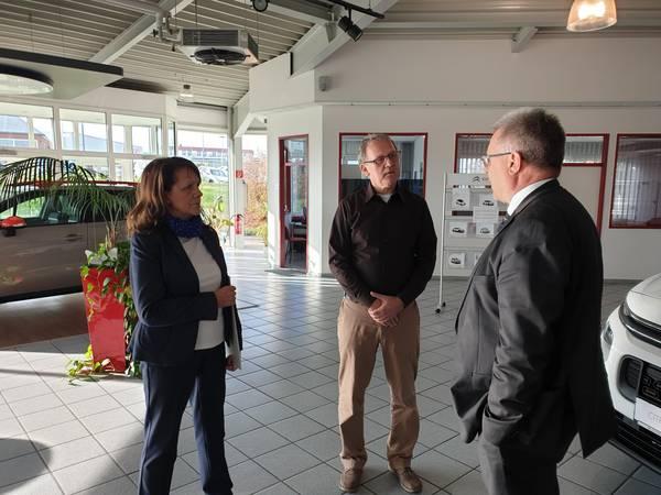 Corina und Dietmar Eichhorn im Gespräch mit Oberbürgermeister, Bernward Küper ©Stadtverwaltung Naumburg (Saale)