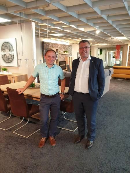 Prokurist, Daniel Siegmeyer, im Gespräch mit Oberbürgermeister, Bernward Küper ©Stadtverwaltung Naumburg (Saale)