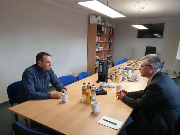 Geschäftsführer, Thomas Rothe, im Gespräch mit Oberbürgermeister, Bernward Küper ©Stadtverwaltung Naumburg (Saale)