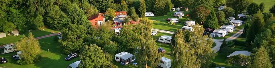 Idyllisch gelegener Campingplatz mit schönem Baumbestand ©Schreiber